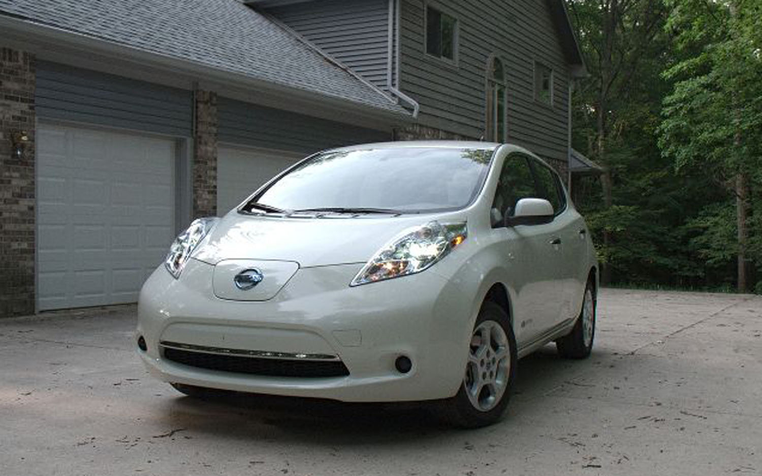 2011 Nissan Leaf Front Three Quarter31