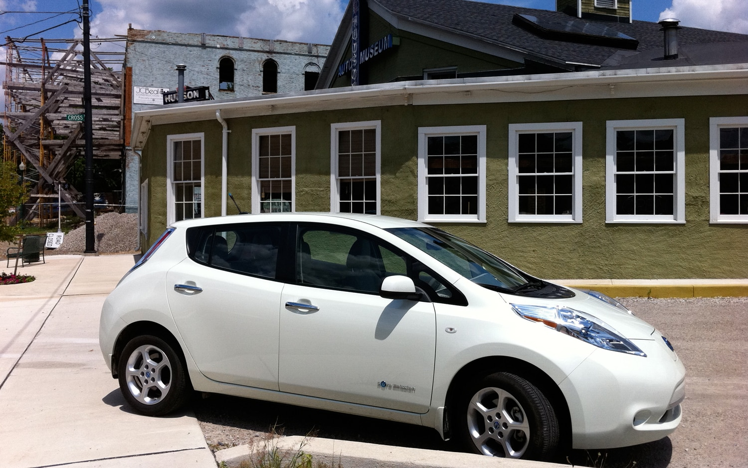 2011 Nissan Leaf Right Side View 21