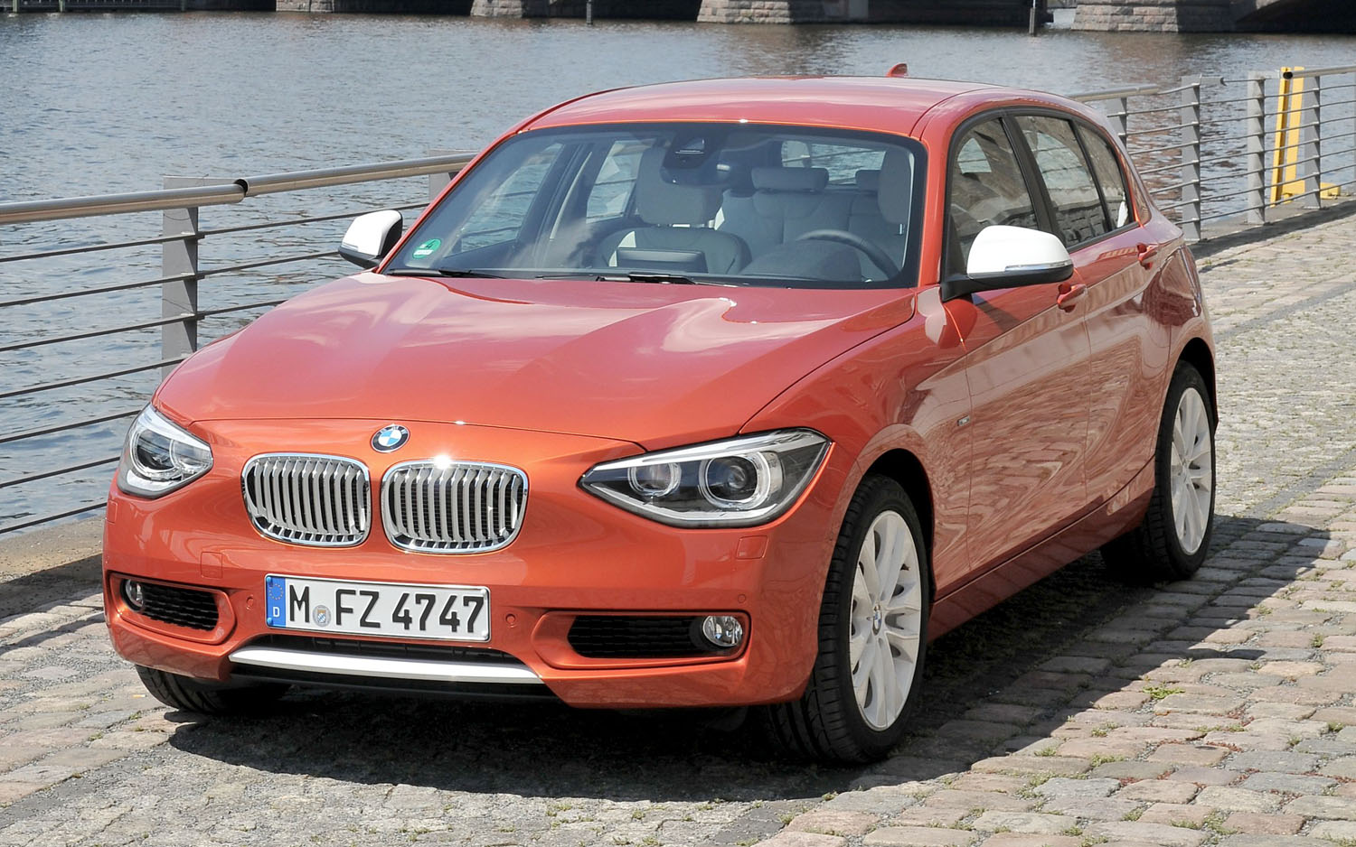 2012 BMW 1 Series Hatchback Front Three Quarter 211