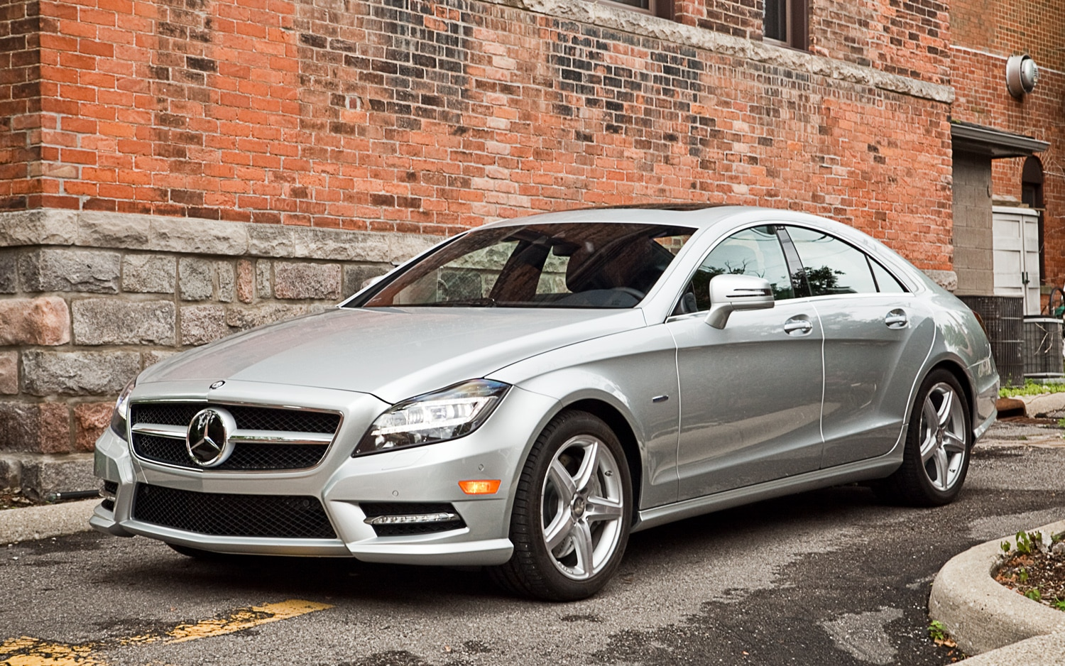 2012 Mercedes Benz CLS550 Front Left View1