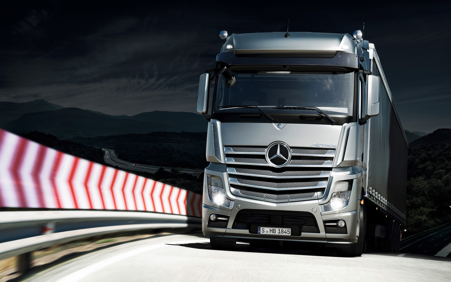 2012 Mercedes Benz Actros Front View 31