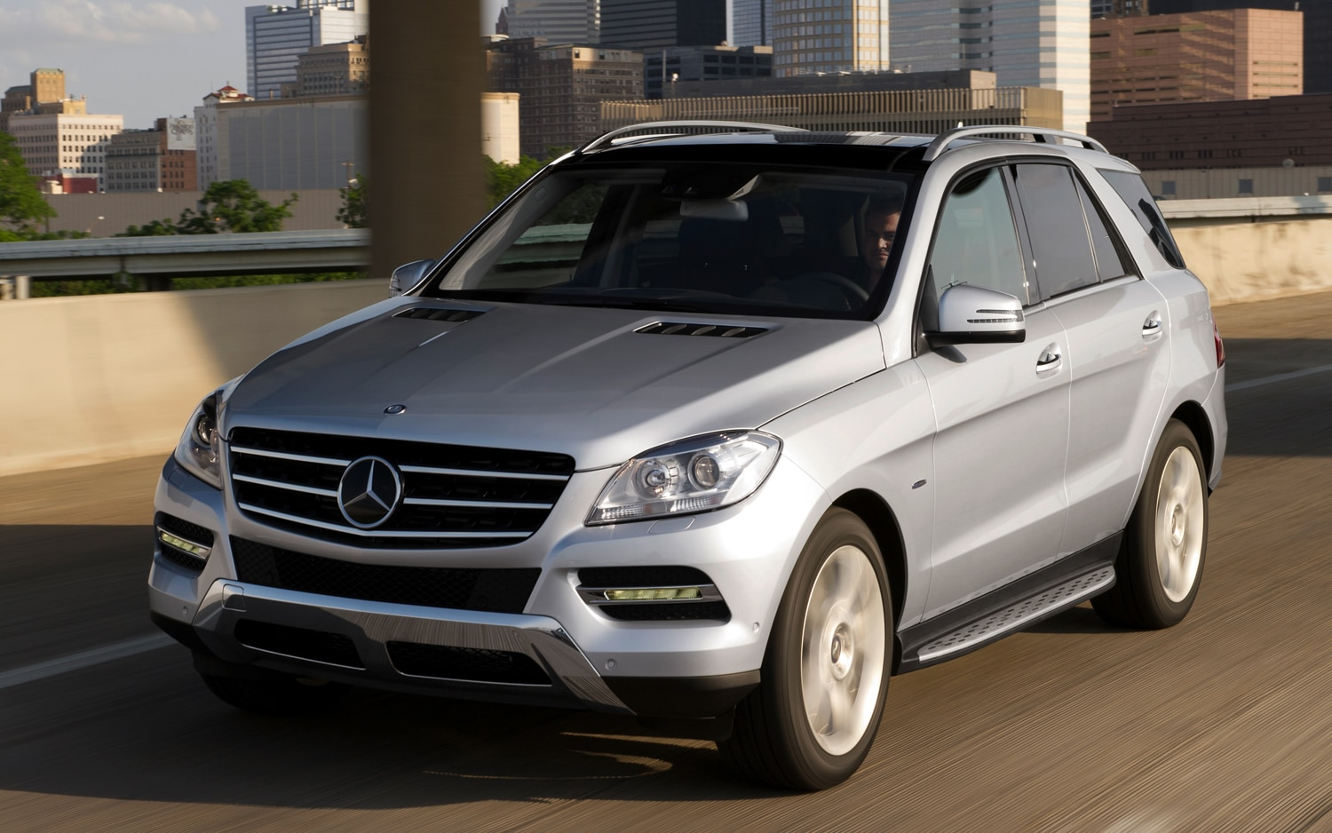 2012 Mercedes Benz M Class In Motion Front View