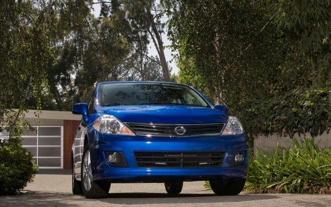 2012 Nissan Versa Hatchback Front1 660x413