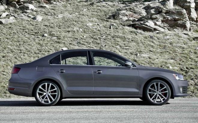 2012 Volkswagen Gli Exterior Right 660x413