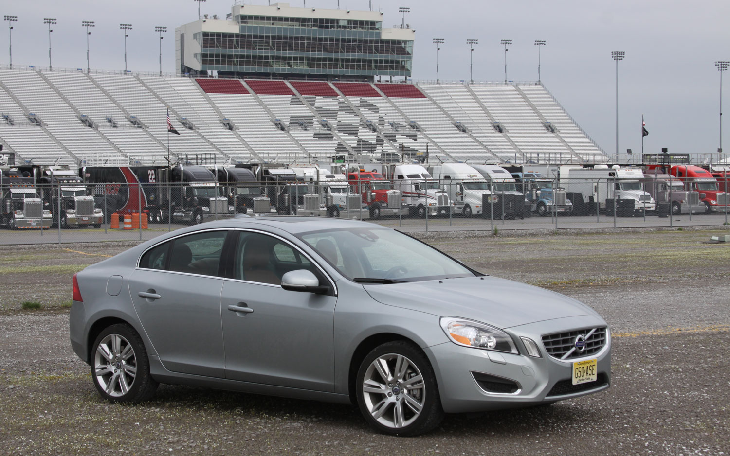 2012 Volvo S60 T6 Awd Front Right View Parked1