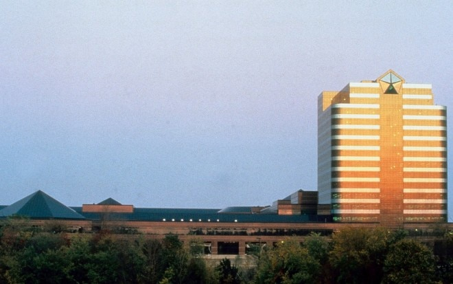Chrysler Auburn Hills Headquarter Sunset1 660x413