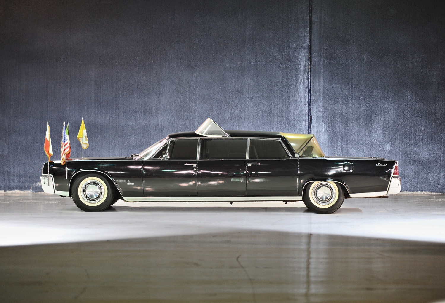 1964 lincoln continental popemobile hits the auction block. Black Bedroom Furniture Sets. Home Design Ideas