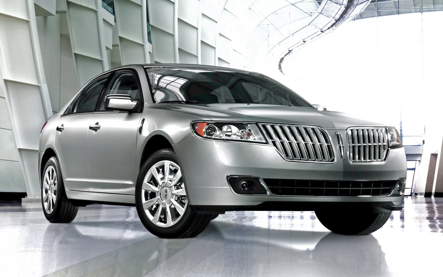 2011 Lincoln MKZ Front Three Quarter11