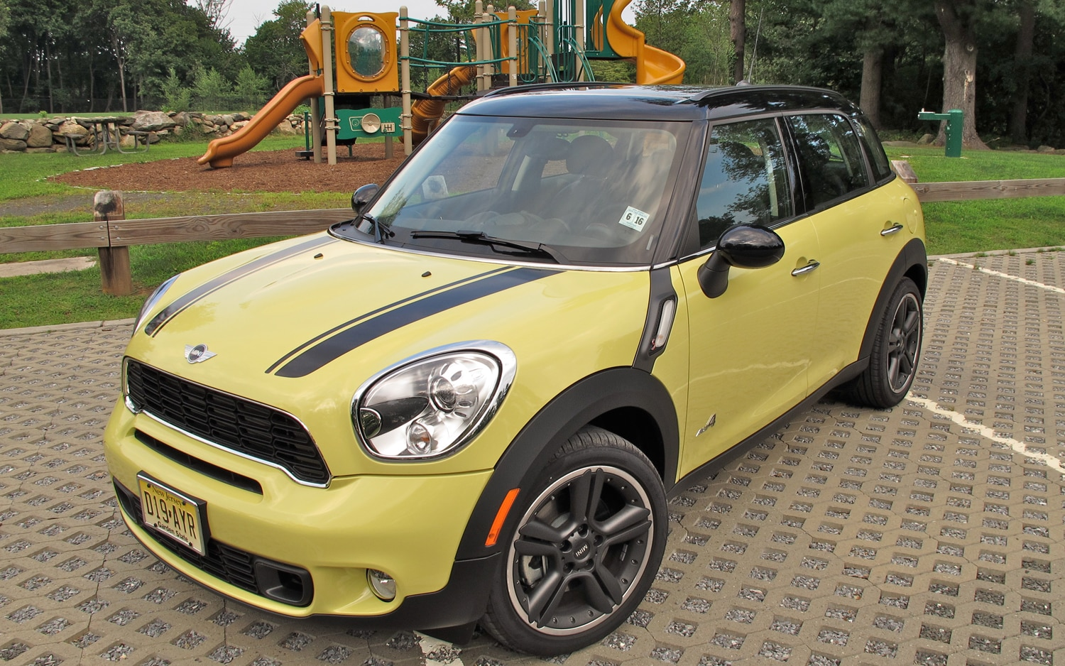 2011 MINI Cooper S Countryman ALL4 Front Left View1