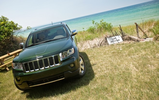 2011 Jeep Grand Cherokee Overland 4x4 Front View1 660x413