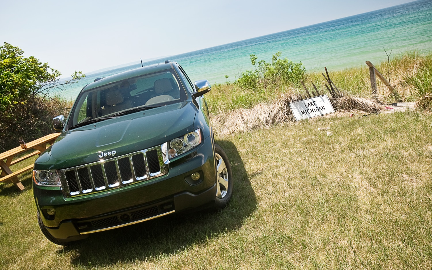2011 Jeep Grand Cherokee Overland 4x4 Front View1