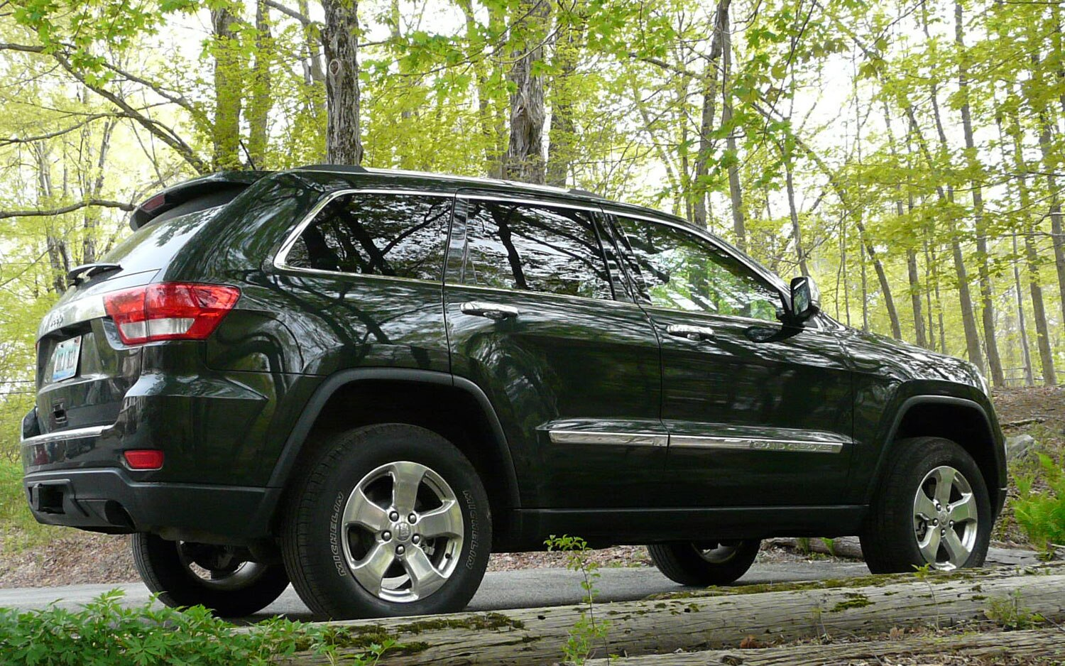 2011 jeep grand cherokee overland 4x4 four seasons update august 2011 automobile magazine. Black Bedroom Furniture Sets. Home Design Ideas