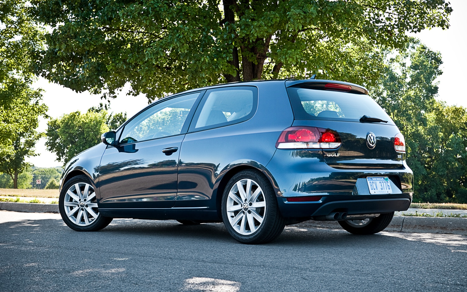 2011 volkswagen golf tdi 2 door editors 39 notebook. Black Bedroom Furniture Sets. Home Design Ideas