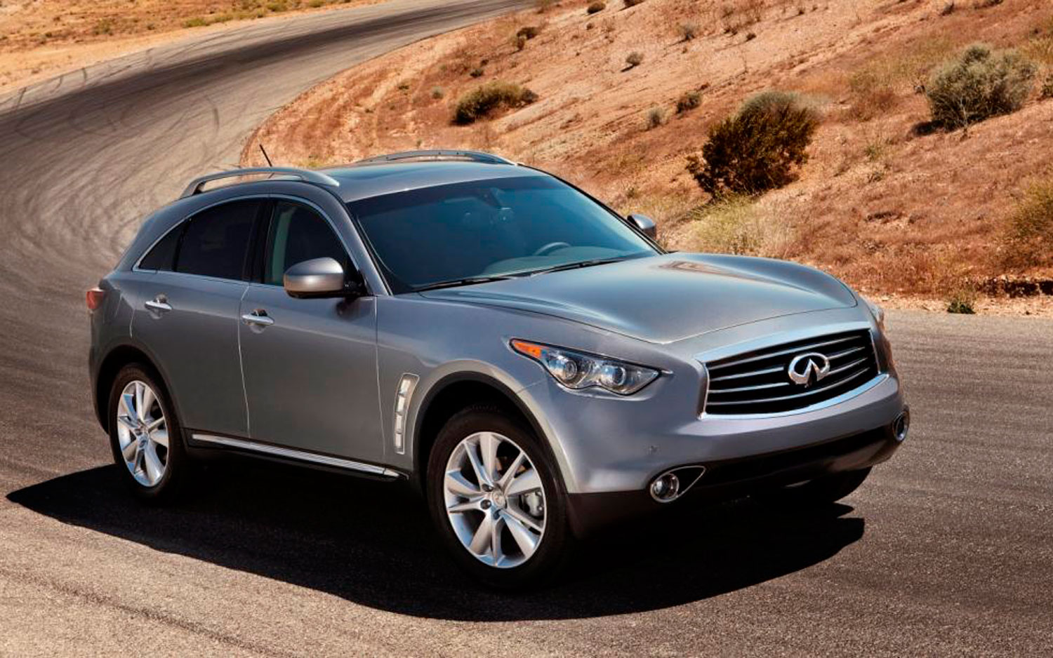 2012 Infiniti FX35 Front Three Quarter2