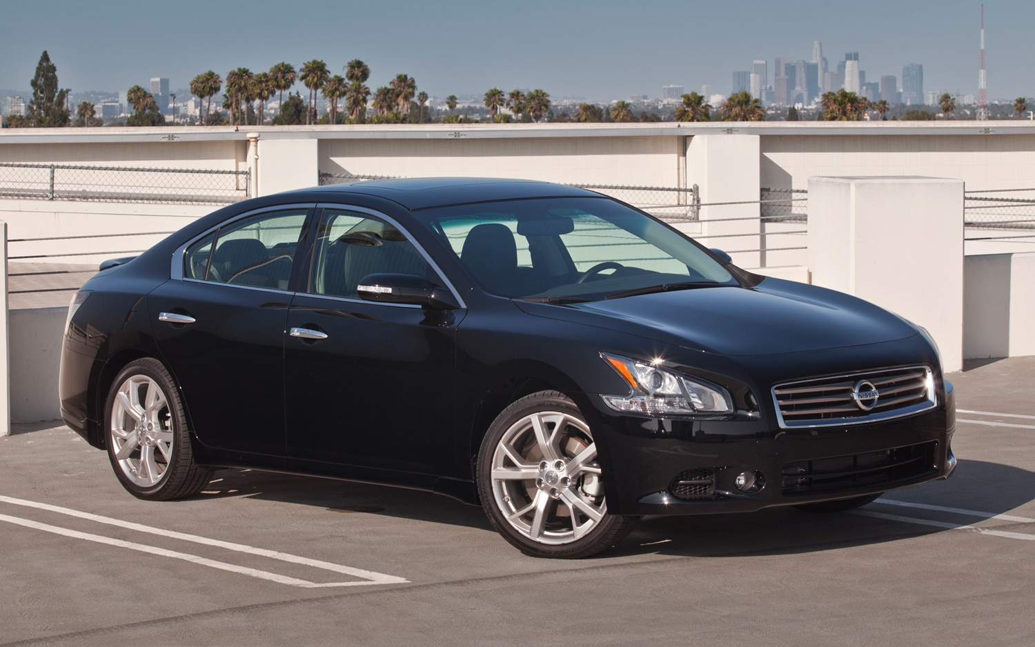 2012 Nissan Maxima Front Three Quarter1