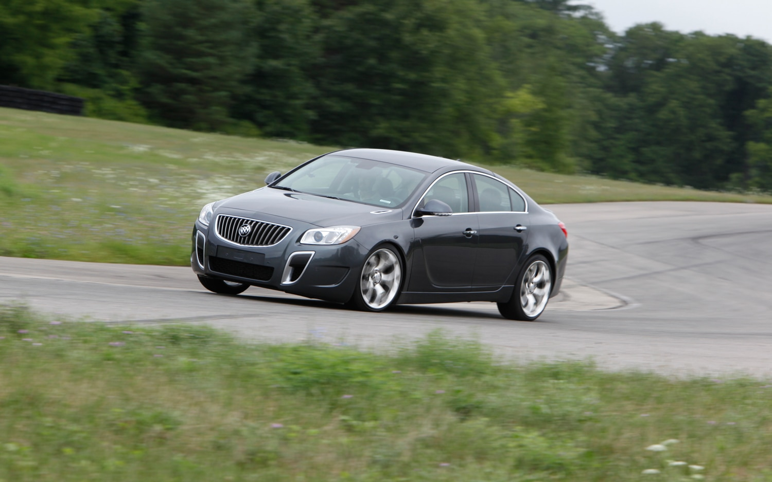 2012 buick regal gs short drive automobile magazine. Black Bedroom Furniture Sets. Home Design Ideas