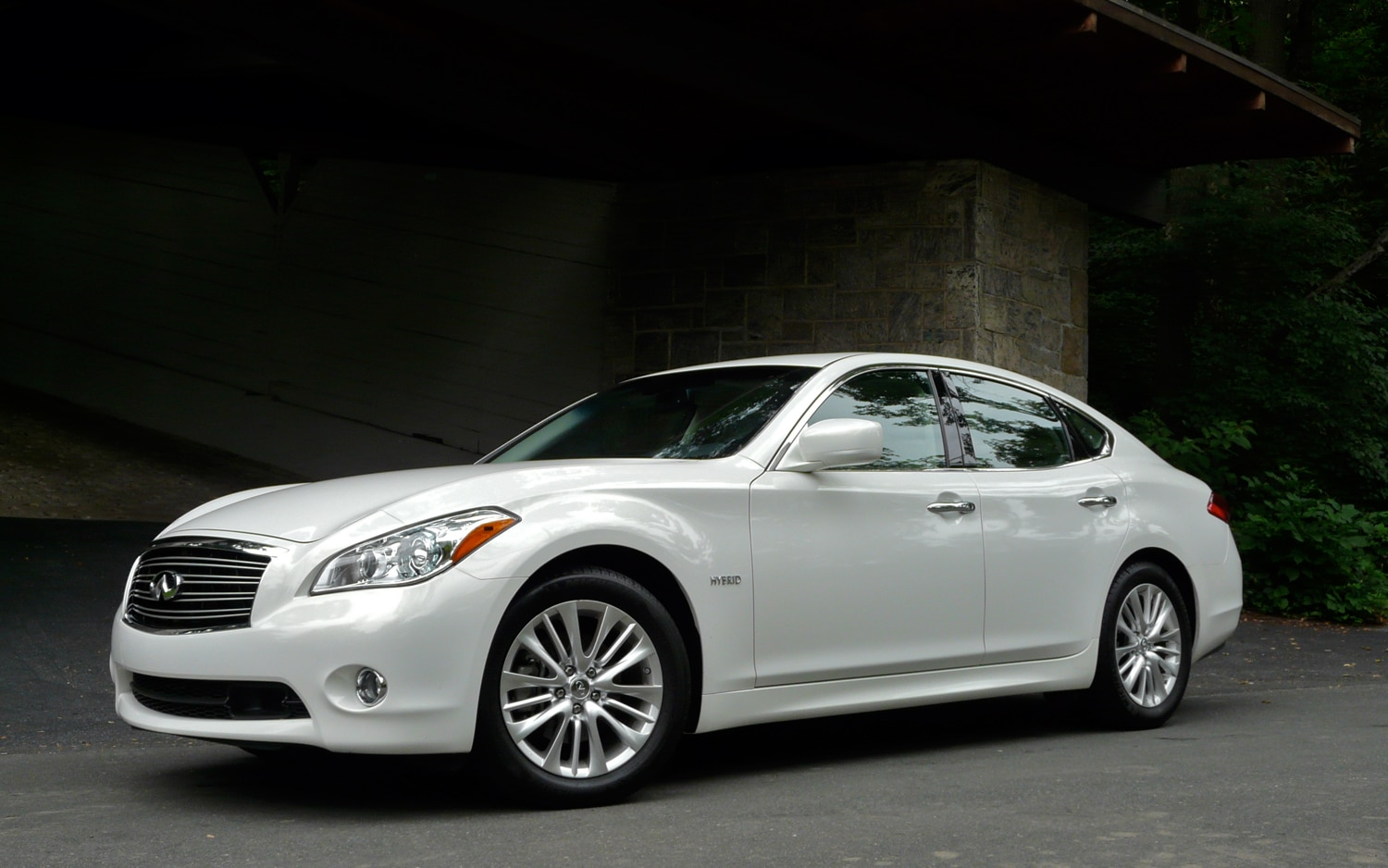 2012 Infiniti M Hybrid Front Left View2