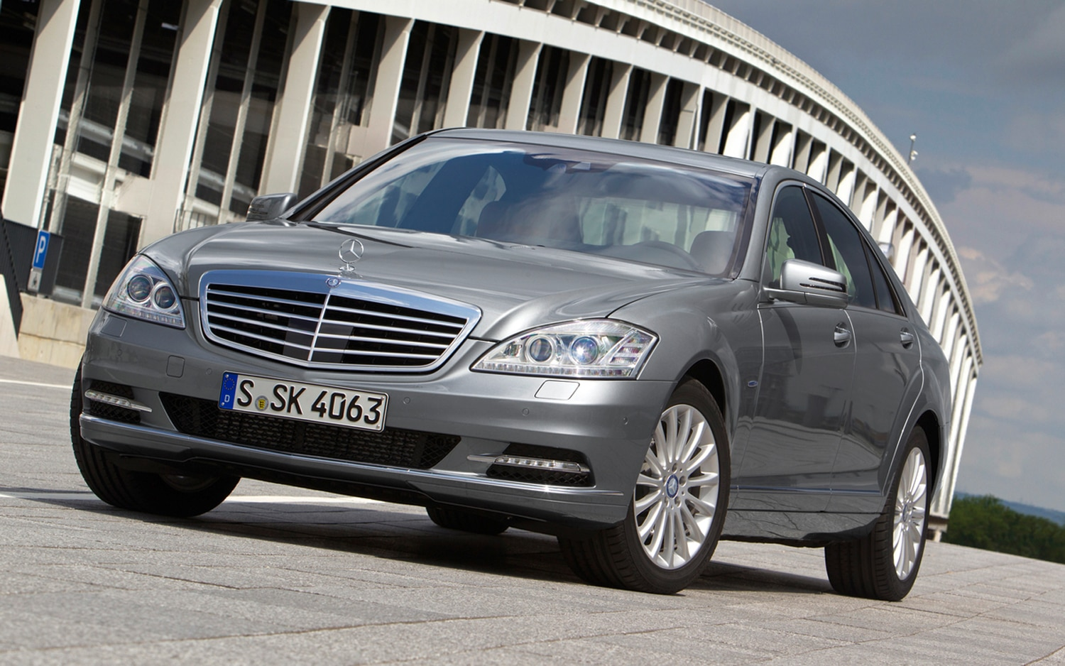 2012 Mercedes Benz S350 BlueTEC Front Left View1