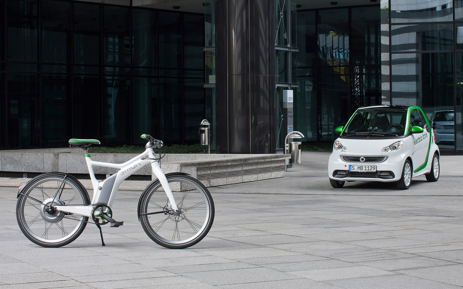 Smart Fortwo Electric Drive And Ebike1