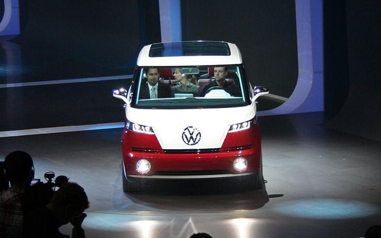 Volkswagen Bulli Concept Front View1