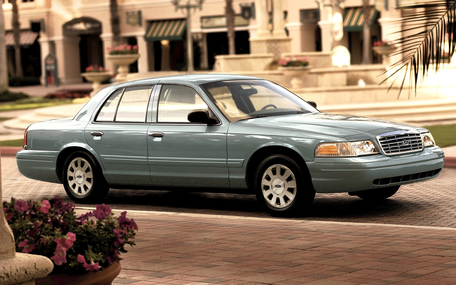 2010 Ford Crown Victoria Side View1