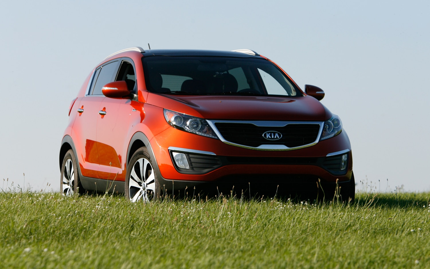 2011 Kia Sportage EX Front Three Quarters1
