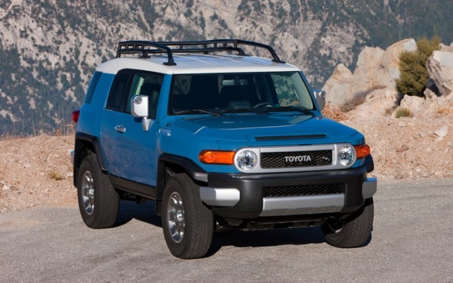 2011 Toyota FJ Cruiser Front Three Quarters 2 660x413
