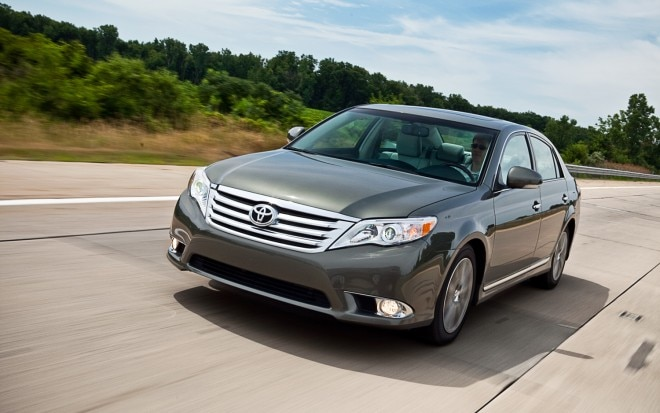 2011 Toyota Avalon Limited Front Slight Left View1 660x413