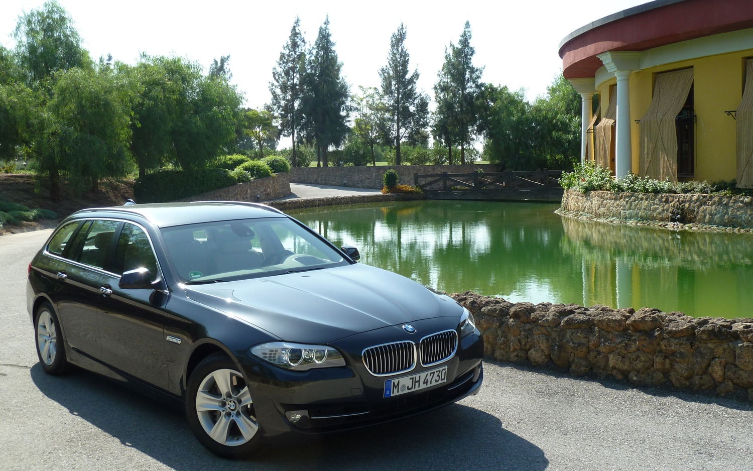 2012 BMW 528i Four Cylinder Front Slight Right View1