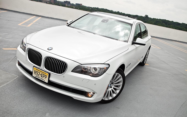 2012 BMW 750 Li XDrive Sedan Front Hood View1
