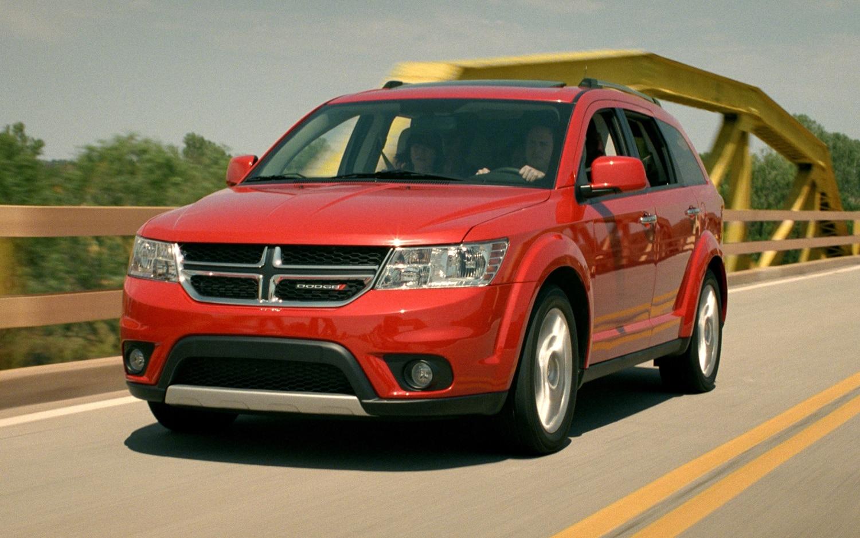 2012 Dodge Journey Front Three Quarter2