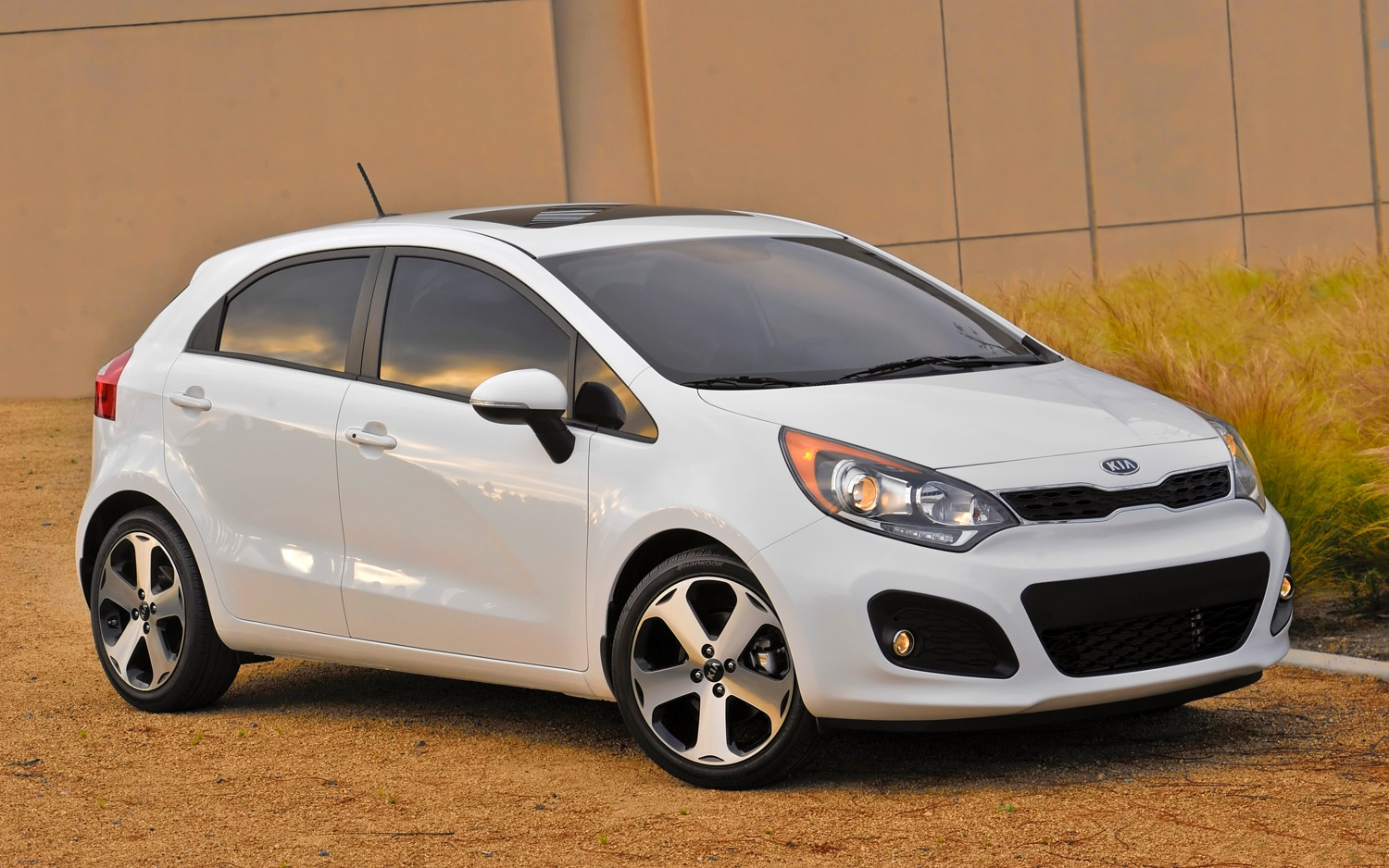 2012 kia rio hatchback priced from 14 350. Black Bedroom Furniture Sets. Home Design Ideas