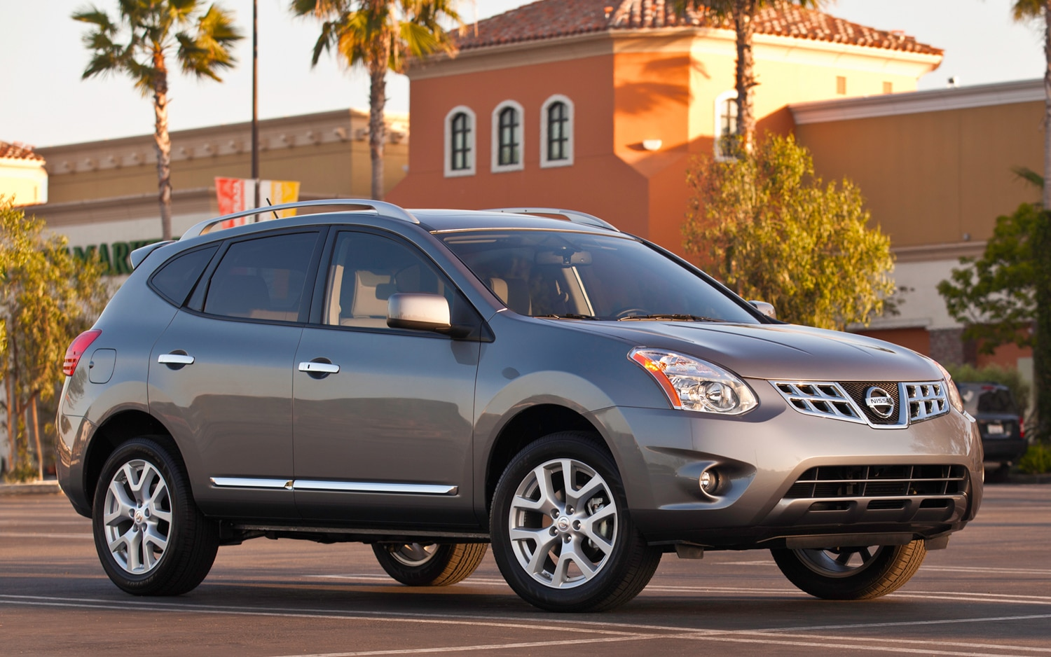 2012 Nissan Rogue Front Three Quarter Passenger1