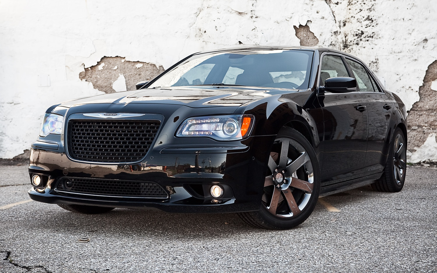 2012 chrysler 300 srt8 editors 39 notebook automobile magazine. Black Bedroom Furniture Sets. Home Design Ideas