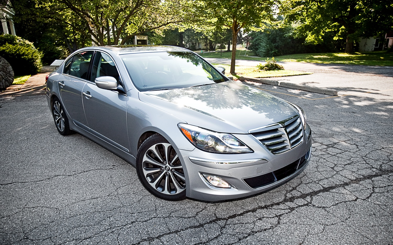 2012 Hyundai Genesis 5 0 R Spec Front Right View1