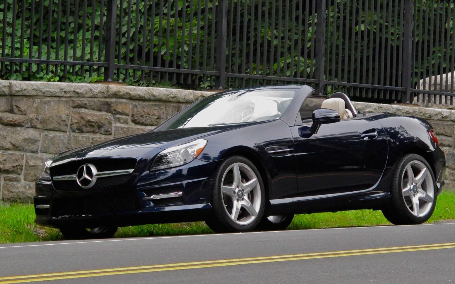 2012 Mercedes Benz SLK350 Front Left Side View2