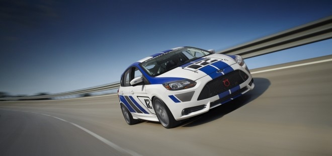 Ford Focus ST R Front Three Quarters Move1 660x310