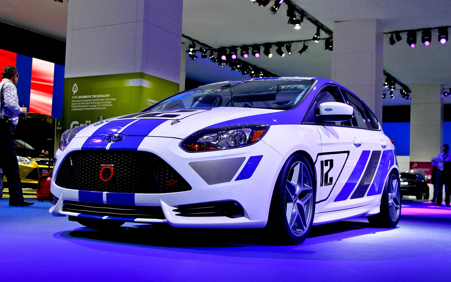 Ford Focus ST R Front Three Quarters1