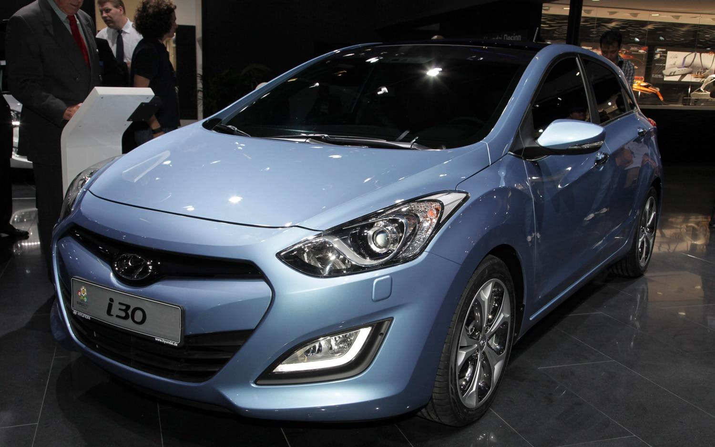 Hyundai I30 Elantra Touring Front Three Quarters1