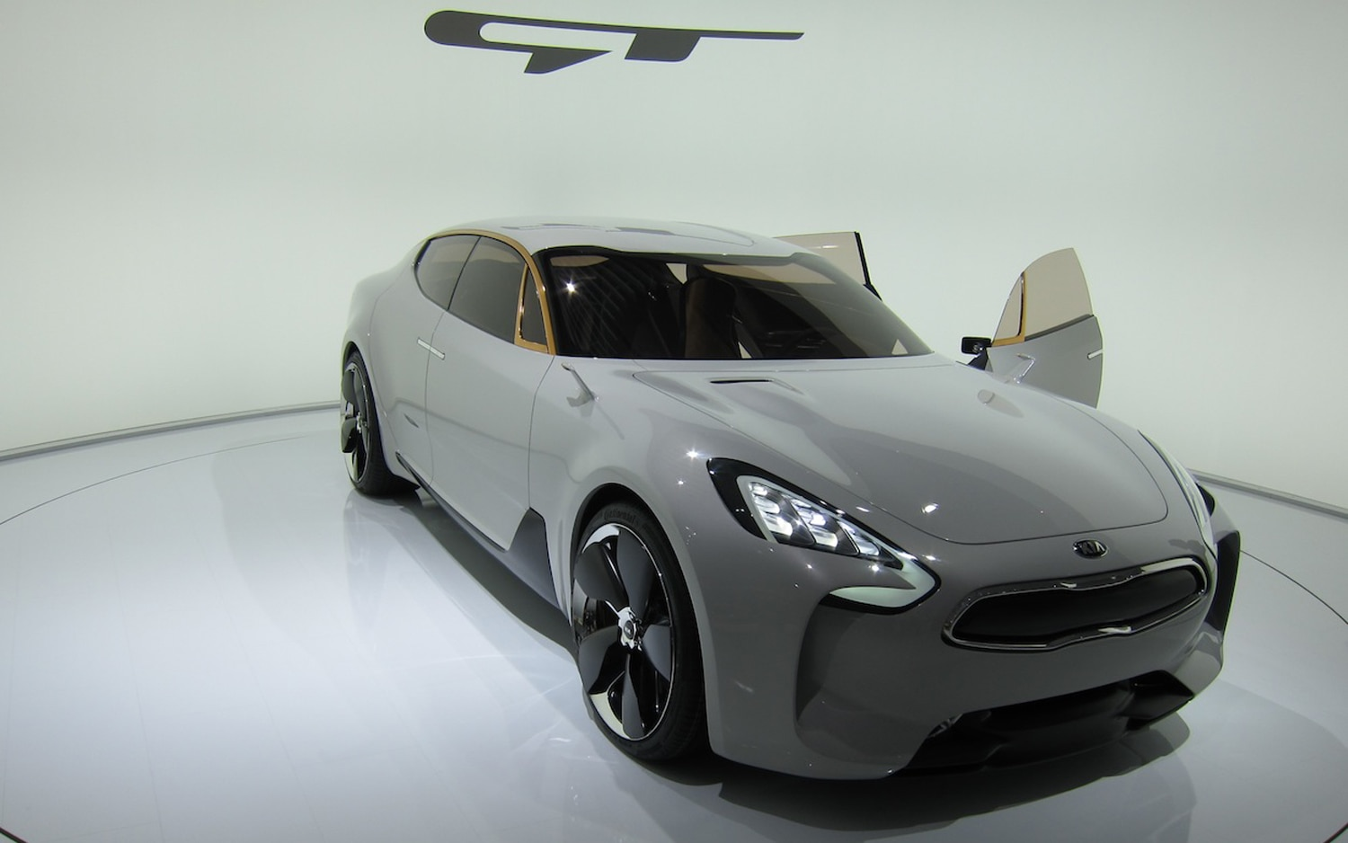 Kia GT Concept Front Three Quarter Doors Closed1