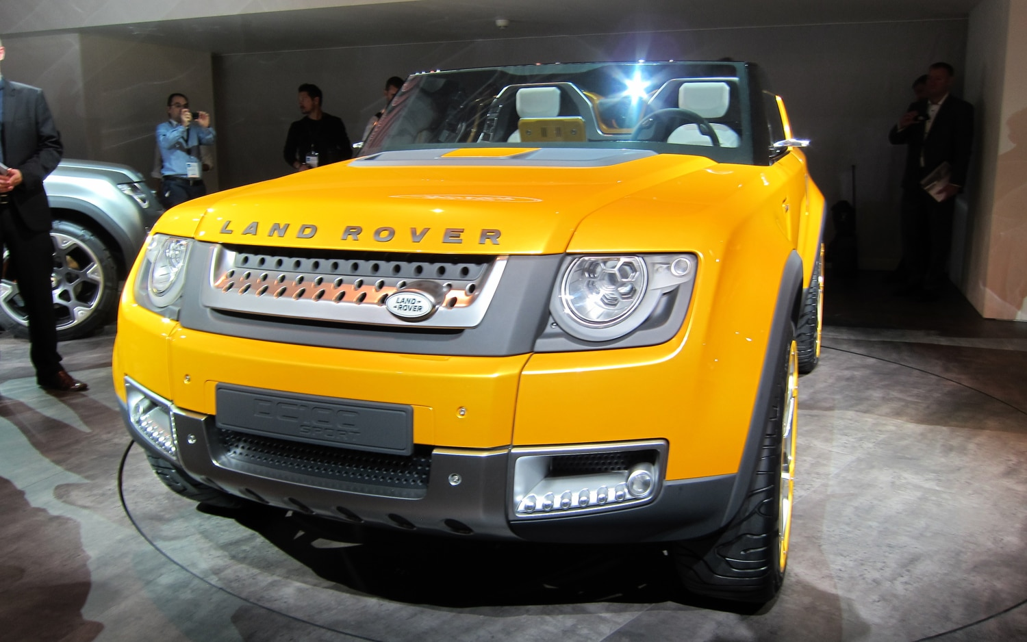 Land Rover DC100 Sport Concept Front Live View1