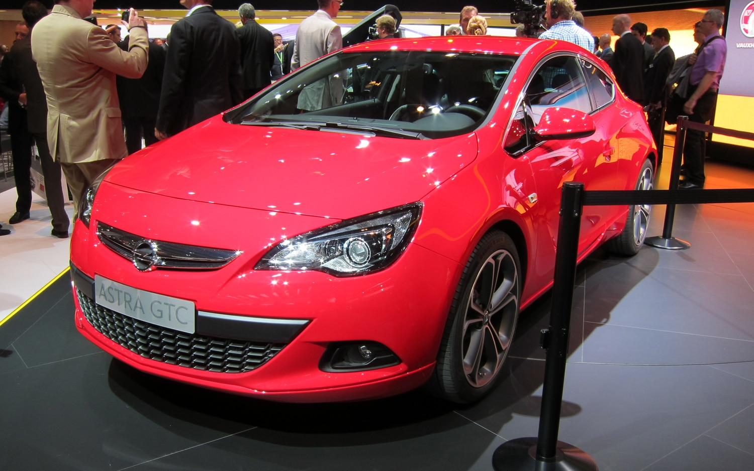 Opel Astra GTC Front Three Quarter Red1