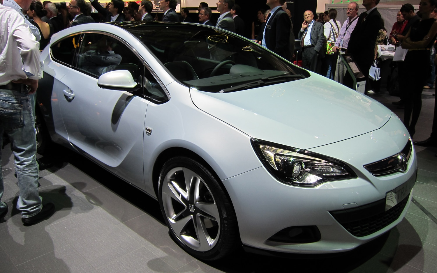 frankfurt 2011 vauxhall opel astra gtc. Black Bedroom Furniture Sets. Home Design Ideas