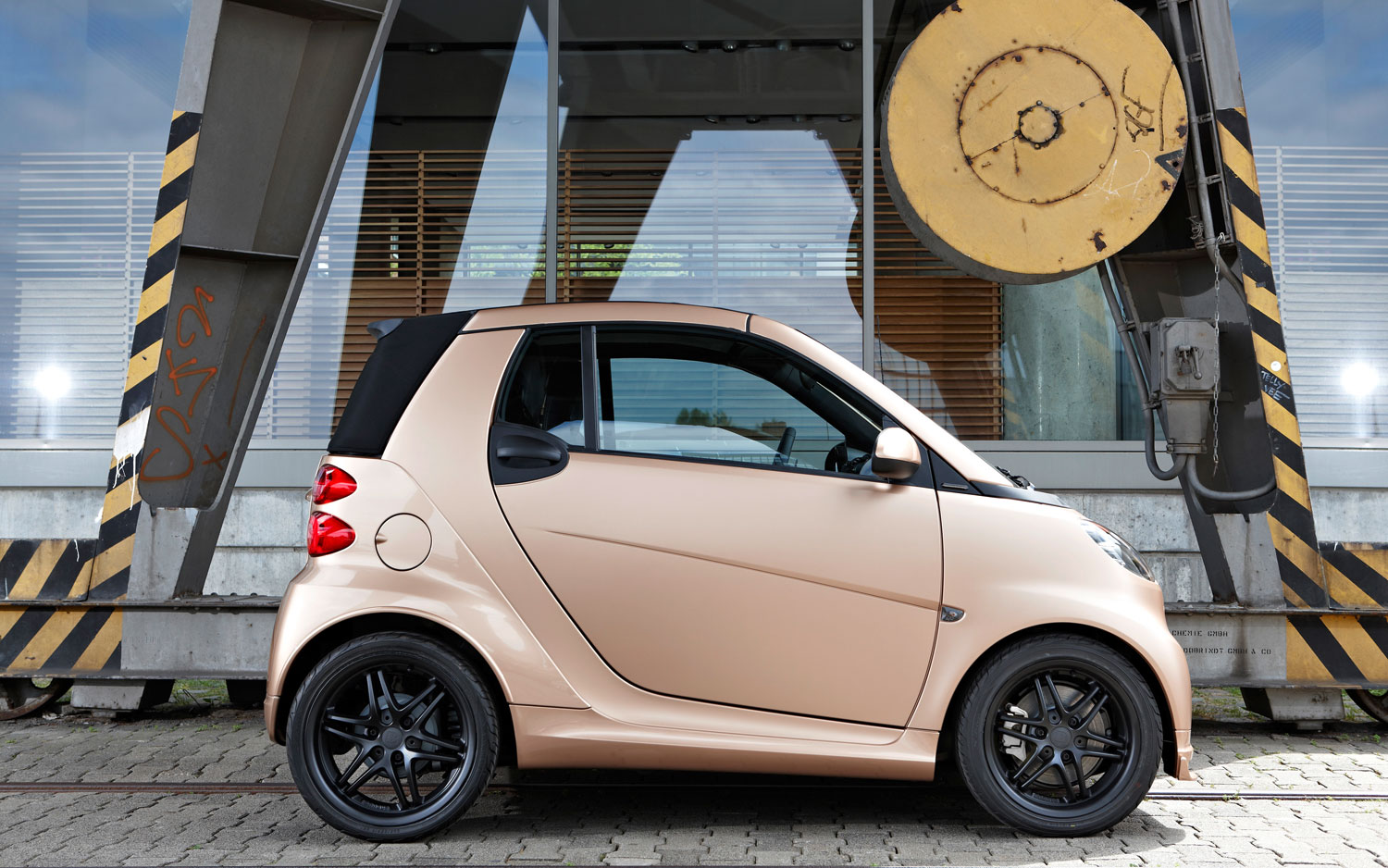 Smart Fortwo Brabus WeSC Special Edition Profile1