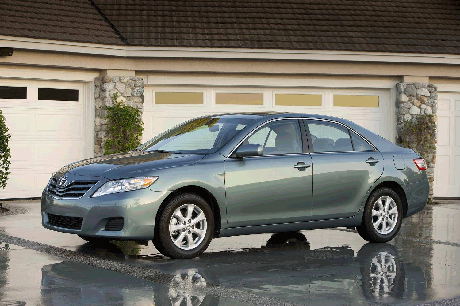 Toyota Camry LE Front Three Quarter1