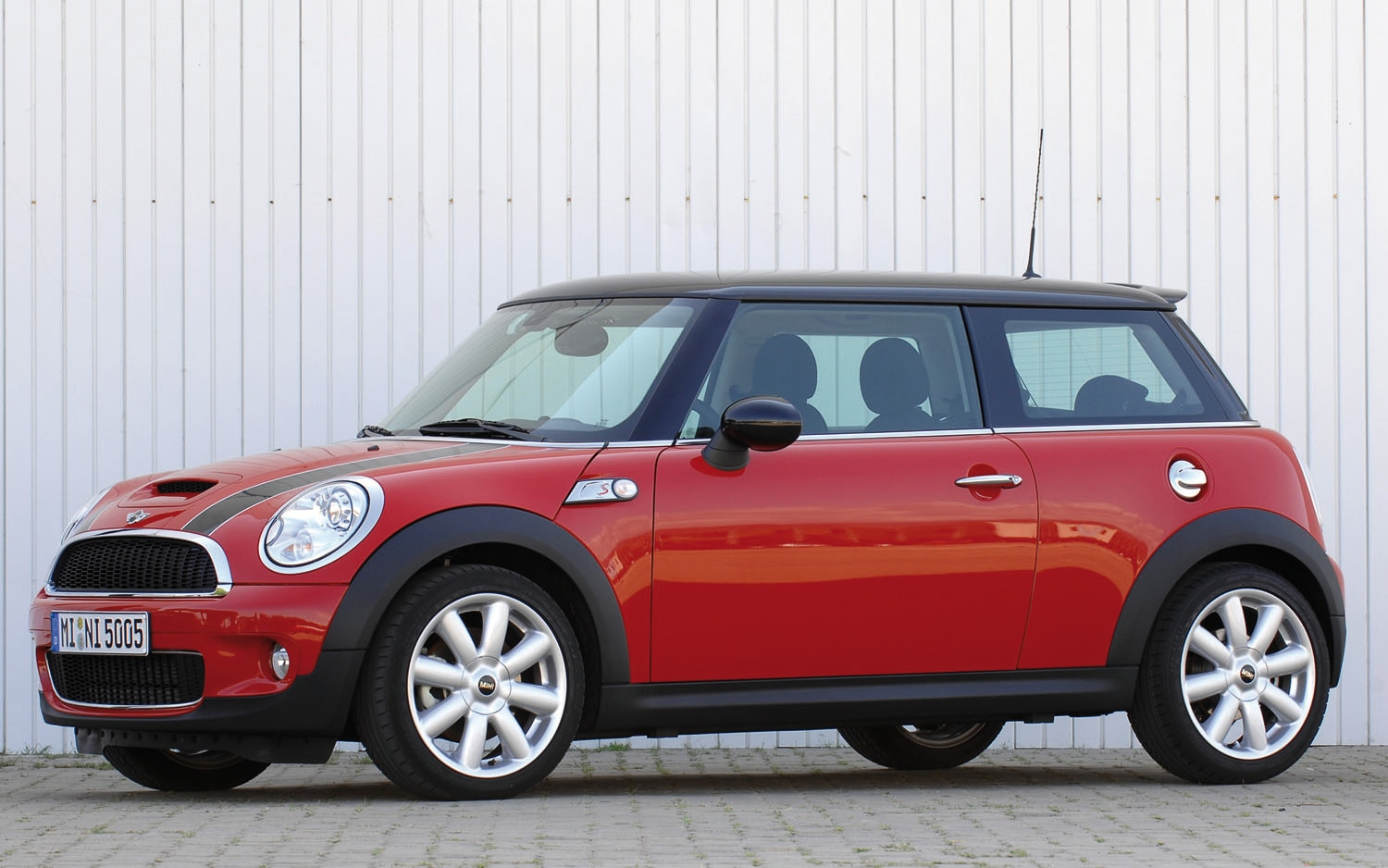 2008 Mini Cooper S Front Three Quarter1
