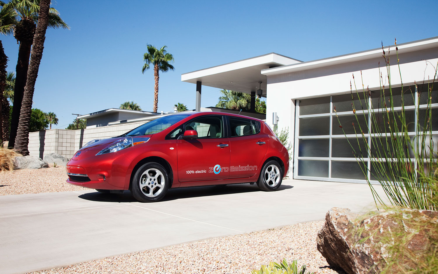 2011 Nissan Leaf Left Shot1