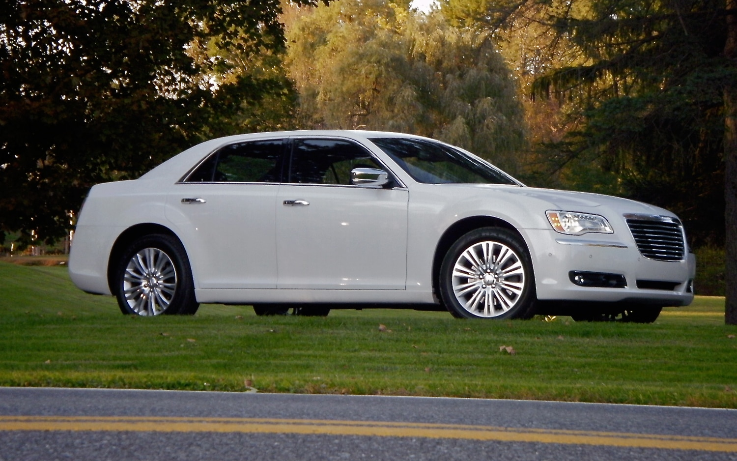 2011 Chrysler 300C Right Side View2