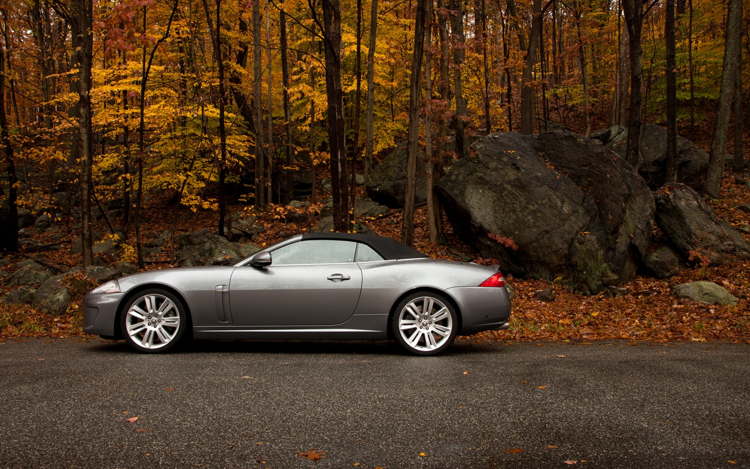 2011 jaguar xkr convertible editors 39 notebook automobile magazine. Black Bedroom Furniture Sets. Home Design Ideas