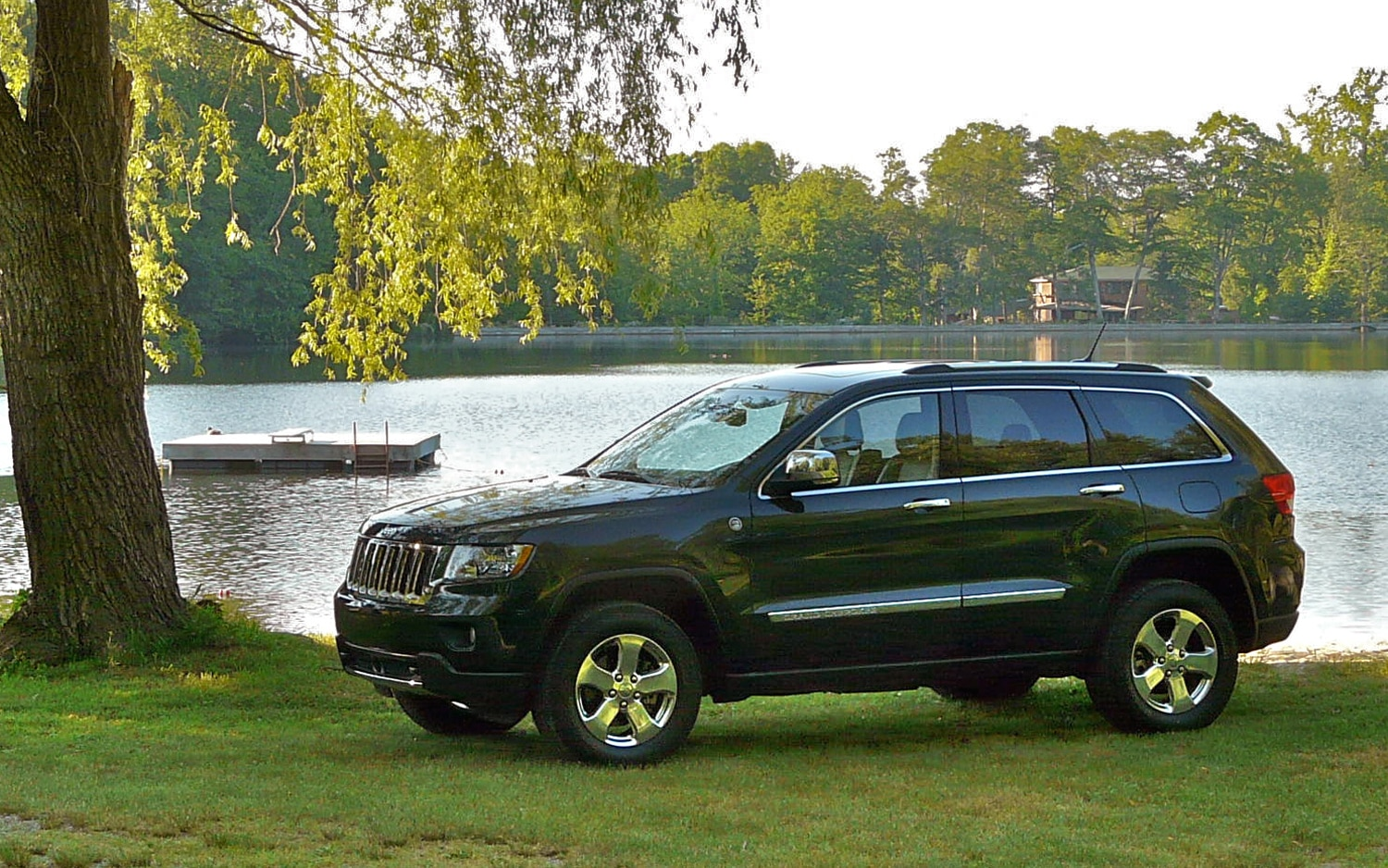 2011 Jeep Grand Cherokee Overland 4x4 Left Side View3